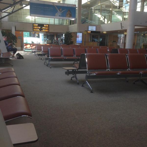 Эстонский аэропорт. Зал ожидания