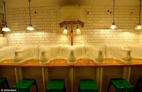 1363081279-obshestvennyj-tualet-prevratili-v-kafe_5