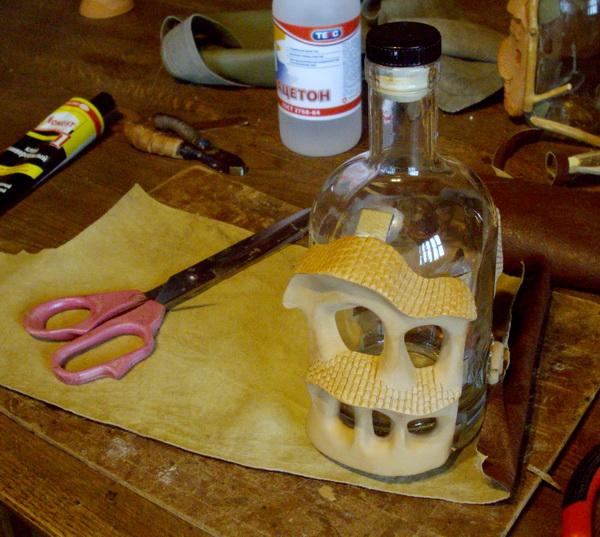 Бутылка. Кожа и керамика. Мастер-класс.