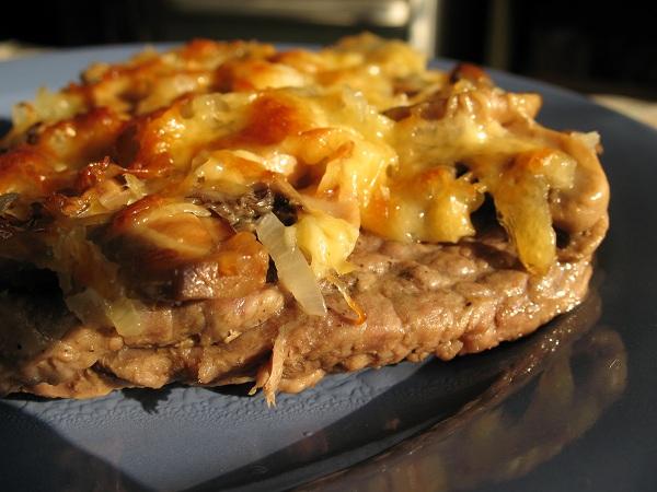 Пошаговый рецепт свинины с шампиньонами и сыром