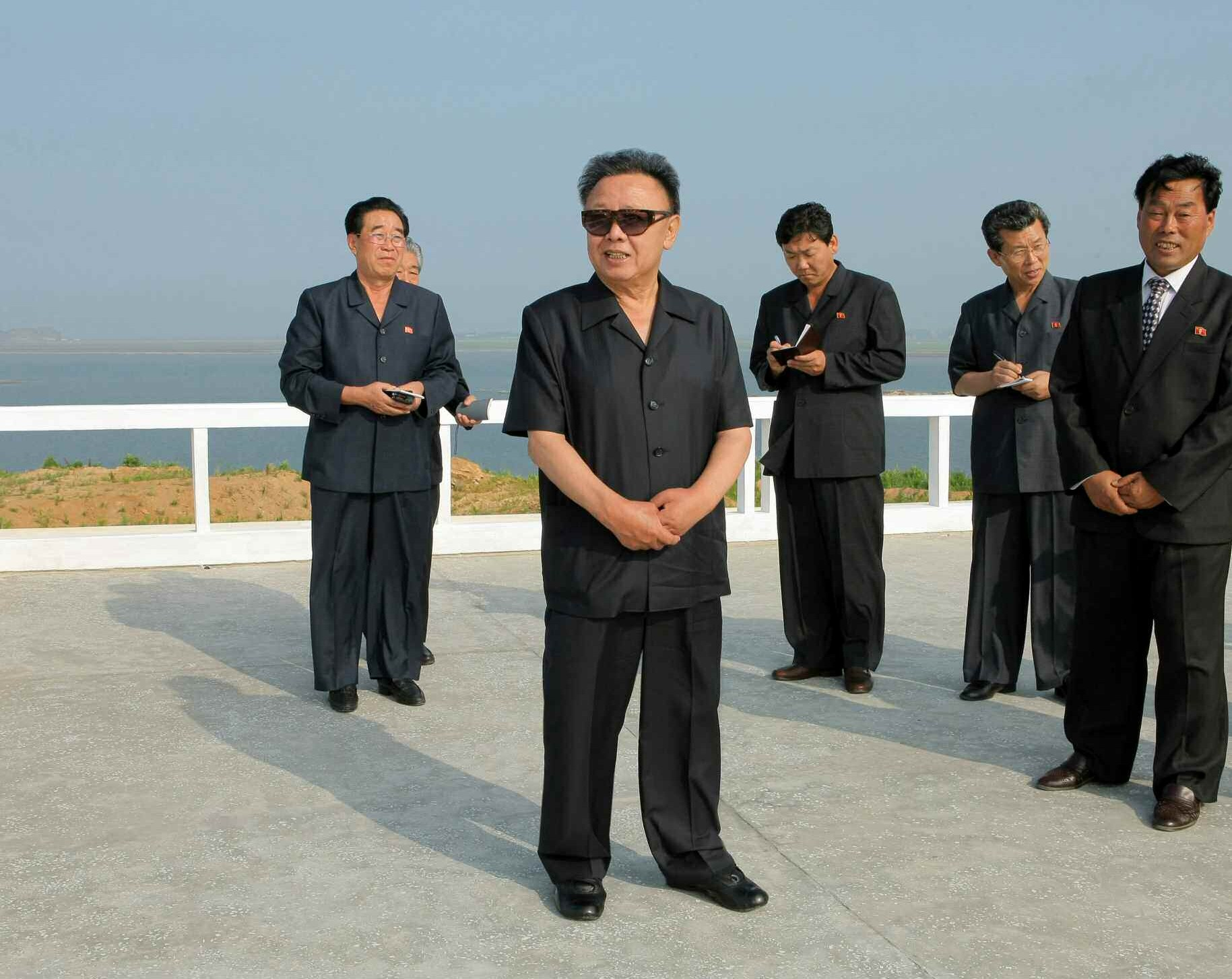 5. Великий Руководитель товарищ Ким Чен Ир руководит на месте на Тэгедоских солончаках, июль 2010 года