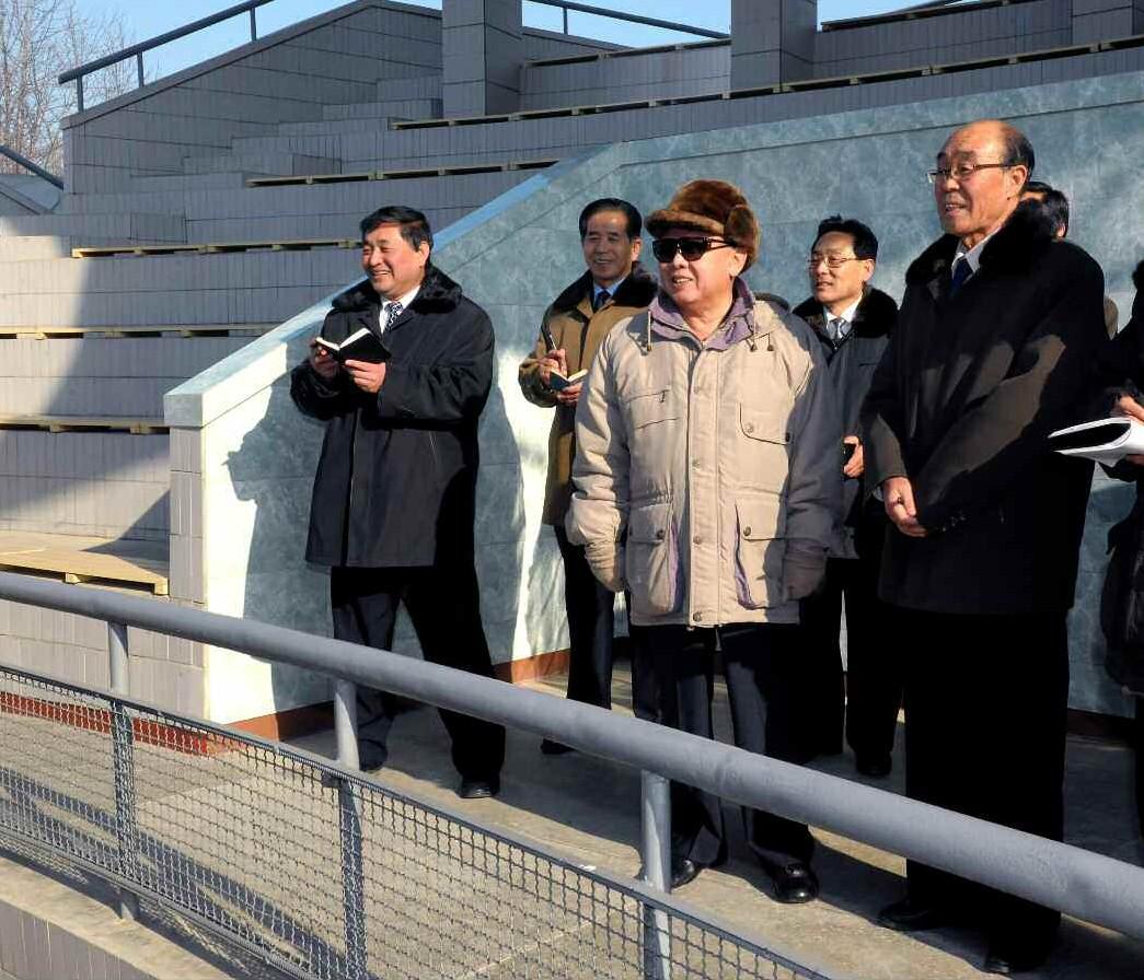 11. Великий Руководитель товарищ Ким Чен Ир руководит на месте Центральным зоопарком, январь 2011 года
