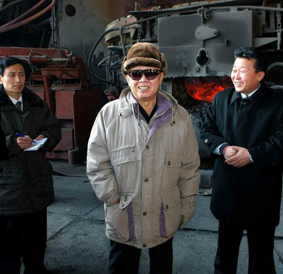 8. Великий Руководитель товарищ Ким Чен Ир руководит на месте Хванхэским металлургическим объединением, февраль 2010 года