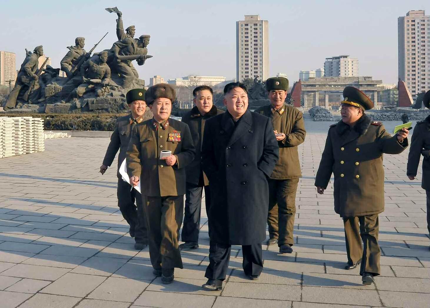 9. Уважаемый и любимый товарищ Ким Чен Ын осматривает строительство Музея Победы в Отечественной освободительной войне, февраль 2013 года