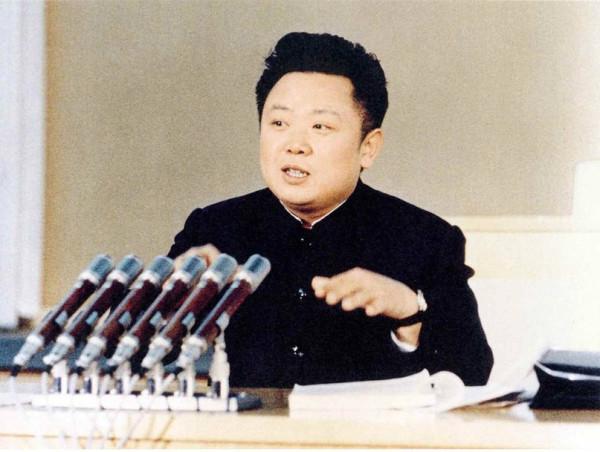 Великий Руководитель товарищ Ким Чен Ир выступает с заключительным словом на 3-м съезде идеологических работников ТПК, 19 февраля 1974 года