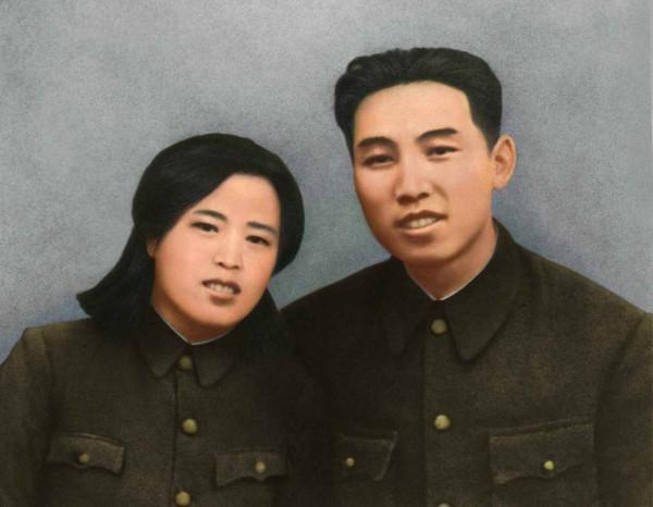 1. Легендарный герой антияпонской борьбы Великий Вождь товарищ Ким Ир Сен и героиня антияпонской борьбы товарищ Ким Чен Сук