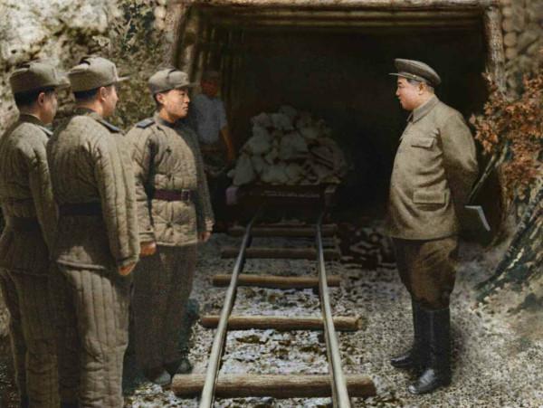 6. Великий Вождь товарищ Ким Ир Сен руководит на месте работы в подземной галерее, февраль 1951 года