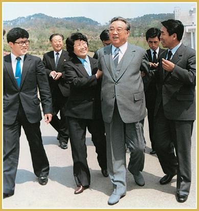С детьми павшего интернационалиста Китая Чжан Вэйхуа (май 1985 г.).