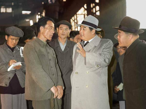 3. Великий Вождь товарищ Ким Ир Сен встречается с инициатором движения бригад ''Чхоллима'' Чин Ын Воном, октябрь 1960 года