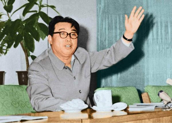 5. Великий Вождь товарищ Ким Ир Сен руководит на месте Рёнсонским машиностроительным заводом, июнь 1967 года