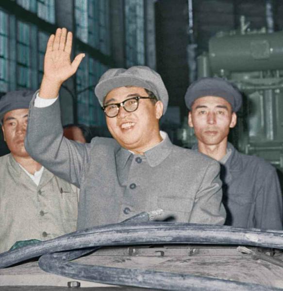 6. Великий Вождь товарищ Ким Ир Сен руководит на месте Тэанским электрическим заводом, октябрь 1967 года