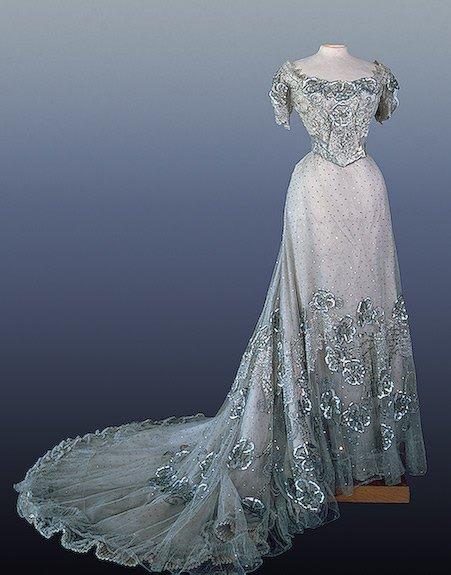 Платья из газет видео платья 2013 мода