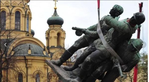 Играем с Варшавой в «поддавки»? Процесс уничтожения памятников советским воинам в Польше завершается