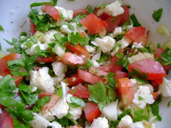 Салат с яйцами и огурцами помидорами и