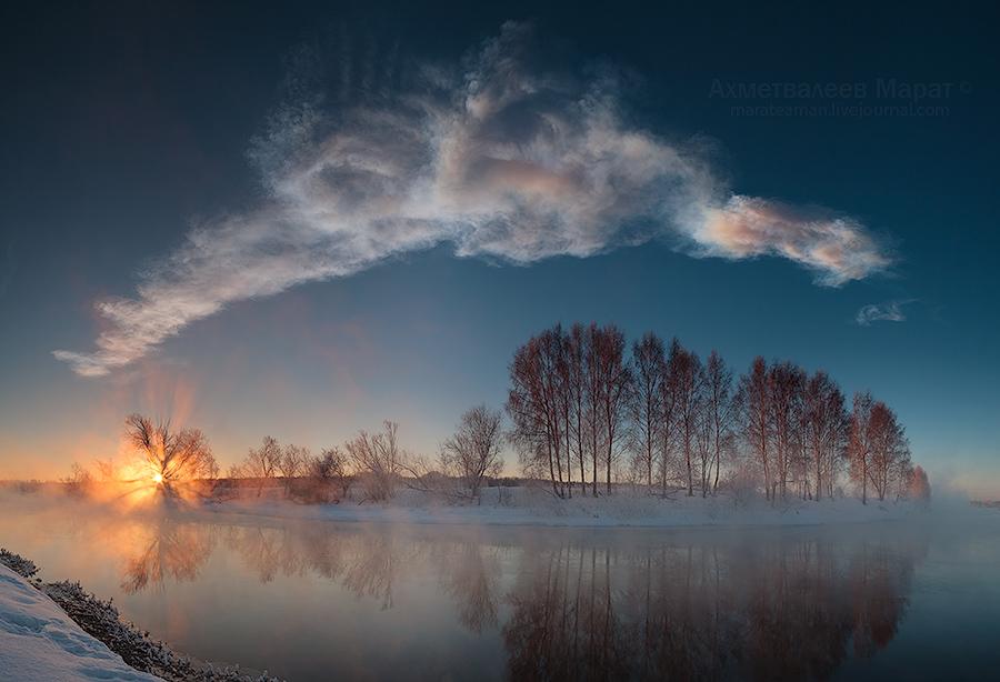 метеоритный след в лучах восходящего солнца