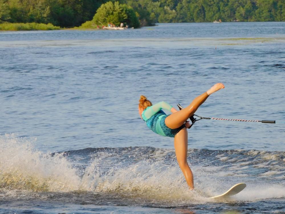 Миу-Миу на шоу водных лыжников DSCN0021.jpg