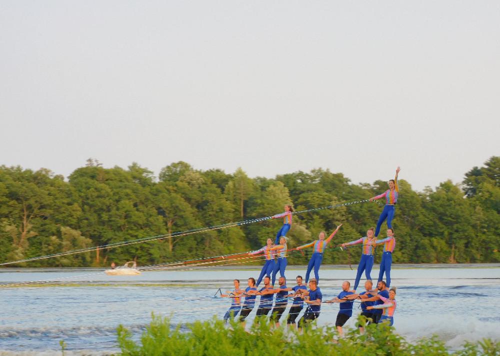 Миу-Миу на шоу водных лыжников DSCN0084.jpg