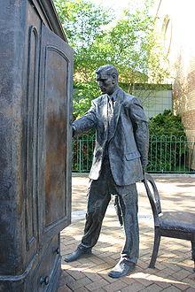 220px-Statue_of_C.S._Lewis,_Belfast