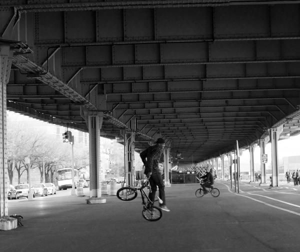 под мостом чб