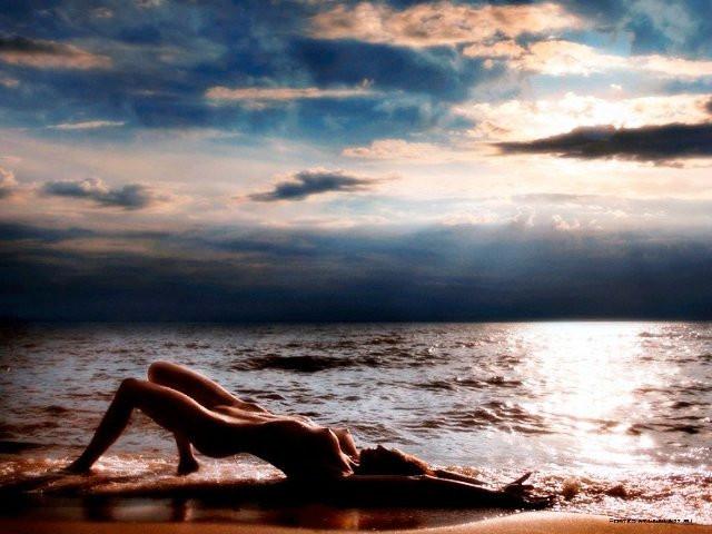 Девушка млеет у моря видео фото 79-914