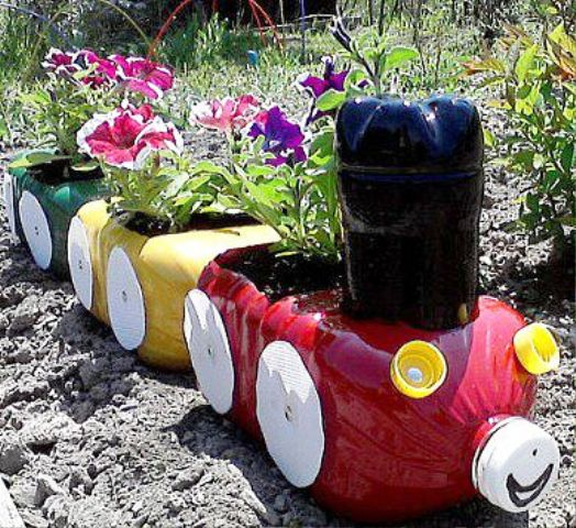 Поделки из бутылок своими руками для дачи и сада