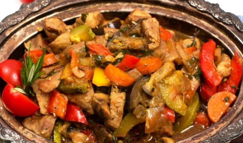 Рагу овощное со свининой