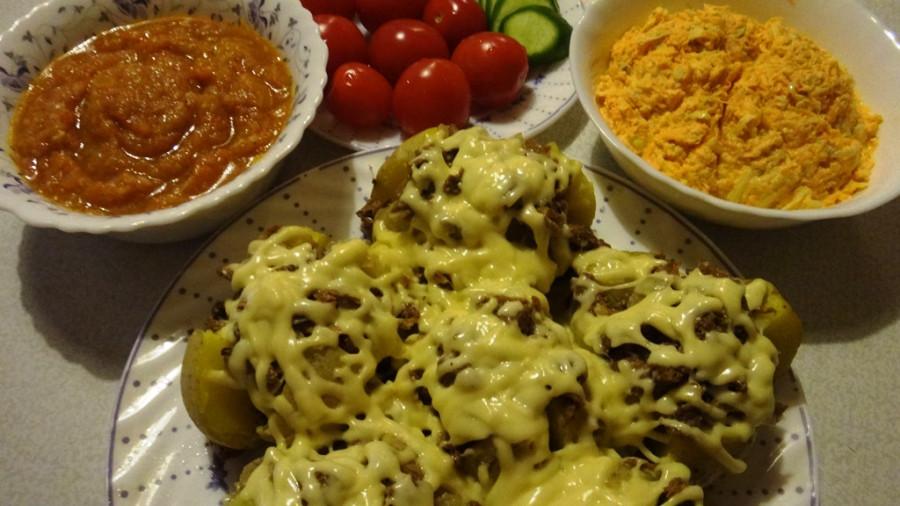 Рецепты вкусных салатов с грибами на праздничный стол и