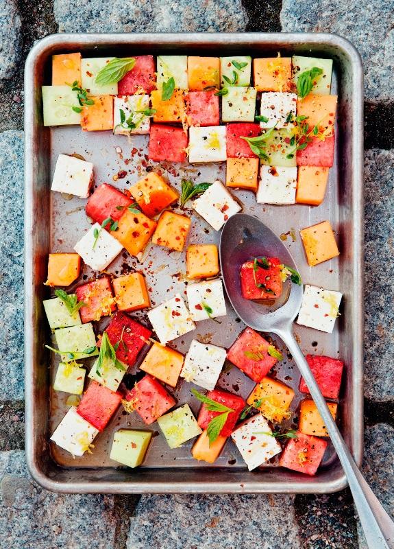 Арбузно-дынный салат с фетой