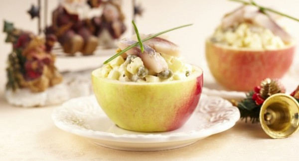 Яблоки с сельдью в соусе карри