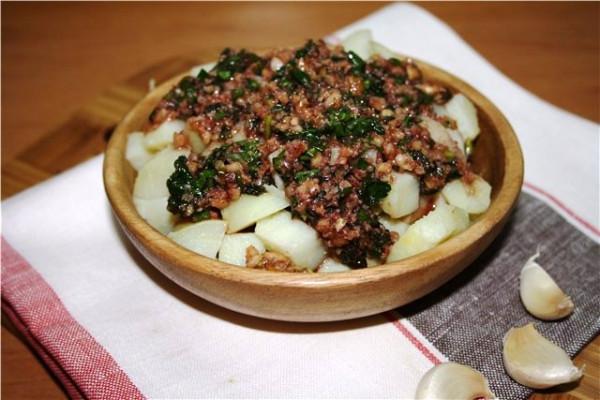 картофель с орехами и гранатом