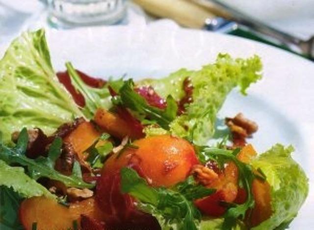 салат из копченой утки с орехами