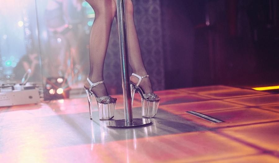 Устроиться в ночной клуб танцовщицей клубы ангарска ночные