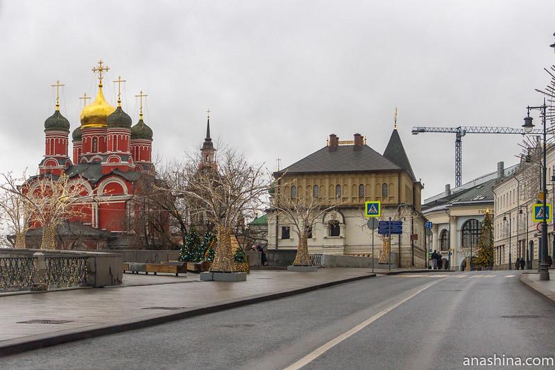 Знаменский собор и палаты бояр Романовых на Варварке