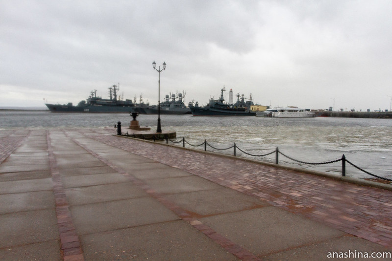 Петровская пристань в Кронштадте и корабли Балтийского флота ВМФ России