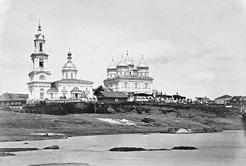 Троицкий и Покровский собор, вид с Волги, 1867 год. Источник: pastvu.com