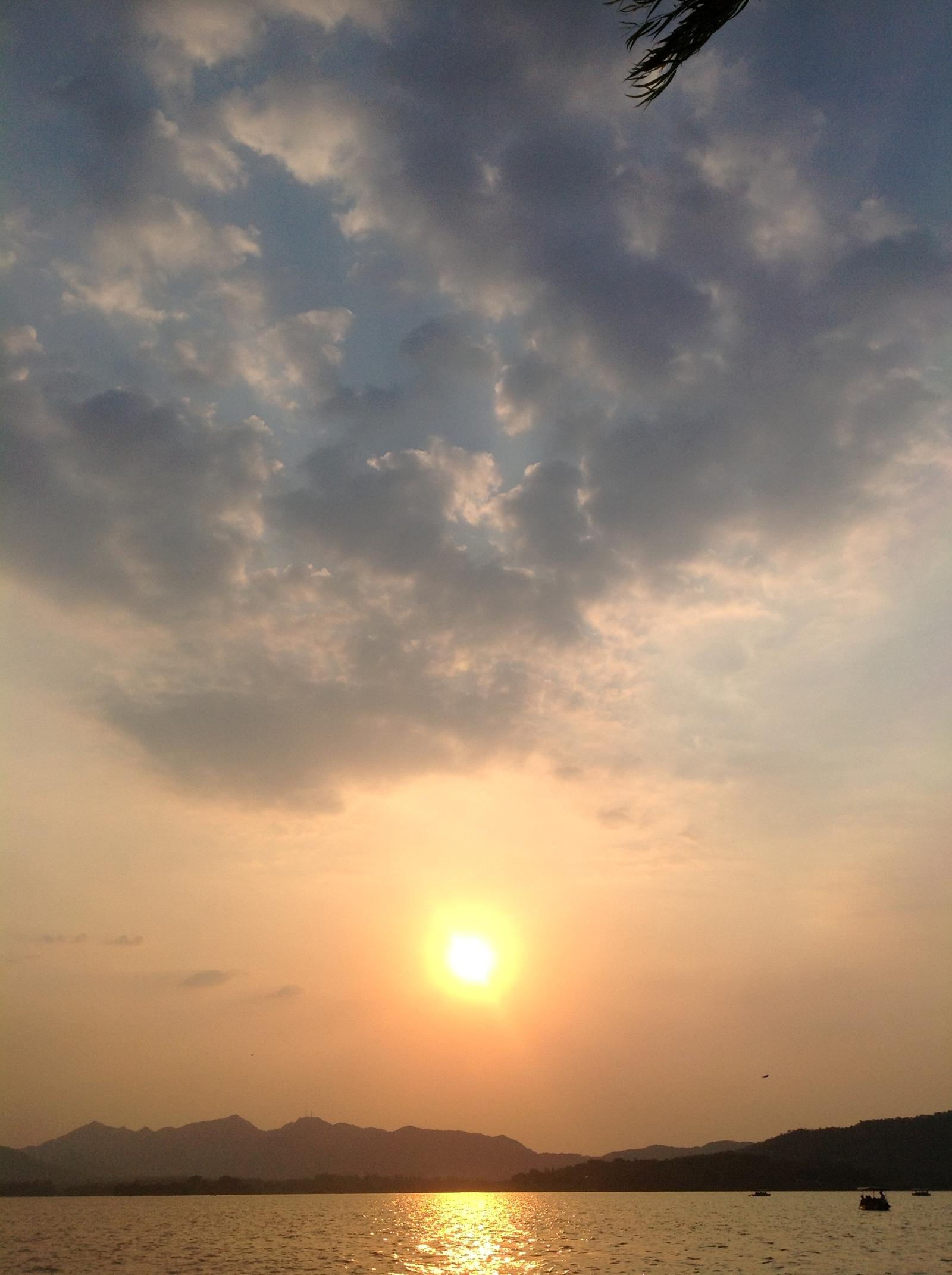 На небесах есть рай, на земле есть Сучжоу и Ханчжоу.