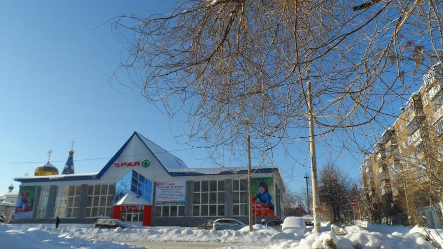 Здание бывшего северного автовокзала переделывается в супермаркет SPAR.