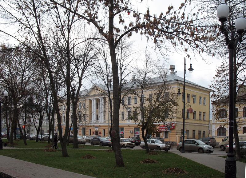 В.Г. Самородов. Здание на углу улиц К. Маркса и Коммунальной в Тамбове. Фото 16 ноября 2012 г
