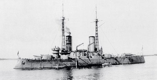 Ажурные мачты конструкции Шухова делали военные корабли менее заметными. Броненосец