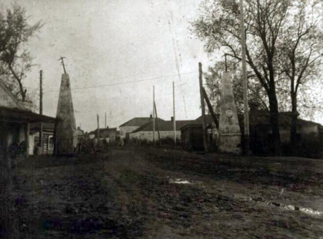 Въездные ворота в XVIII в. Моршанск. Фото начала XX в.