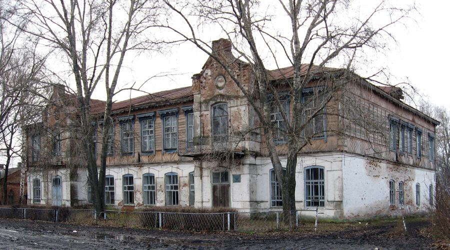 Здание бывшей Свято-Ольгинской школы в Новиково. Фото Н.А. Позднякова. 2009