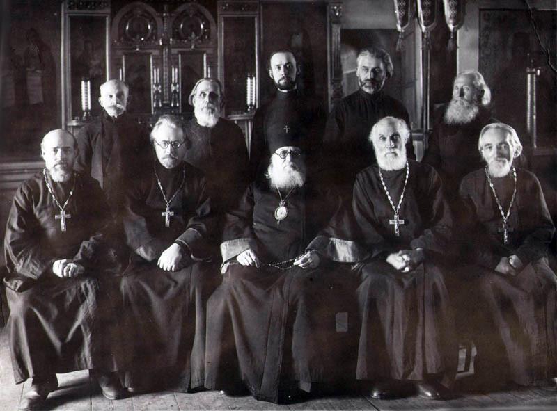 Архиепископ Лука и священнослужители в Покровском соборе города Тамбова. 1944-1946 годы