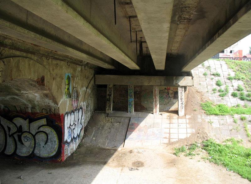 Конструкция пешеходной части моста - опоры