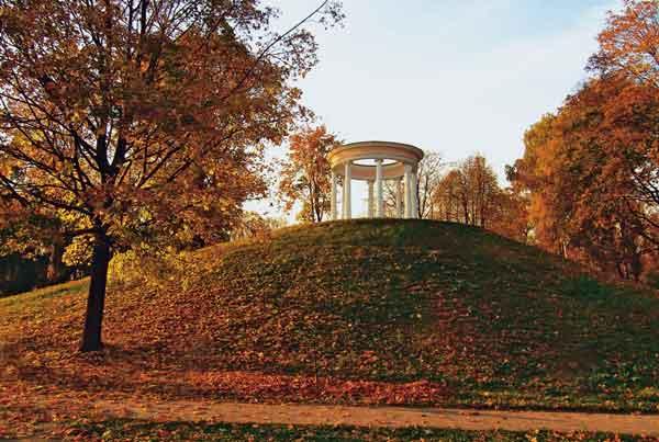 Восстановленная беседка в парке Останкино. 2006