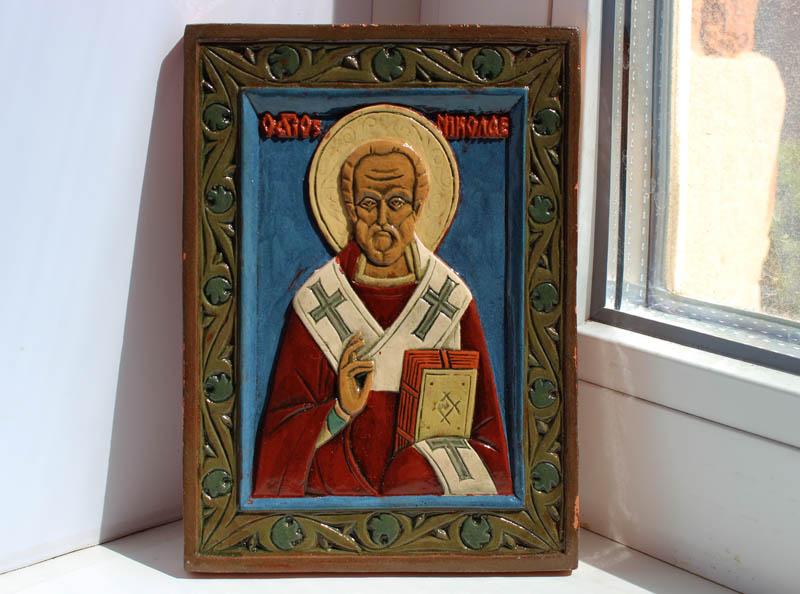 2. Святитель Николай. Скульптор А. Климков. Керамика. 2005