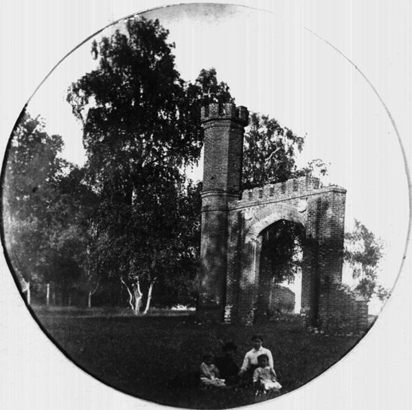 Ворота в Маре. Фото начала 20 века
