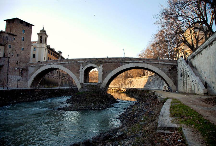 Мост Фабричо в Риме. 1 в. до н.э.