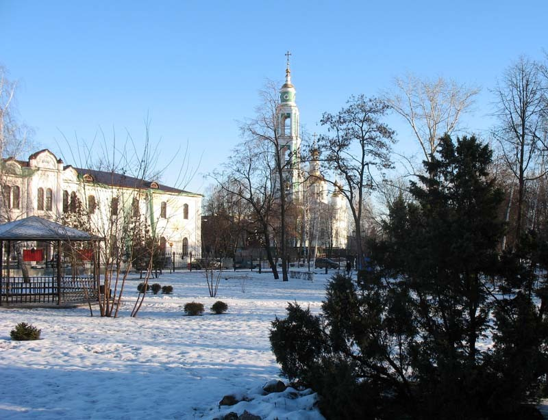 Вид на здание почтамта и комплекс Спасо-Преображенского кафедрального собора