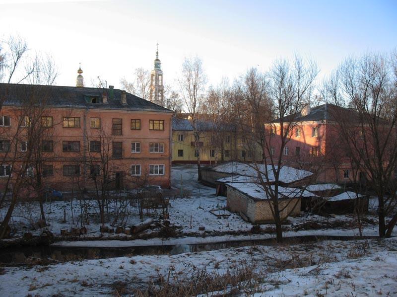 Жилые дома, стоящие на левом берегу речки Студенца. Тамбов. Фото 29 декабря 2012 г.