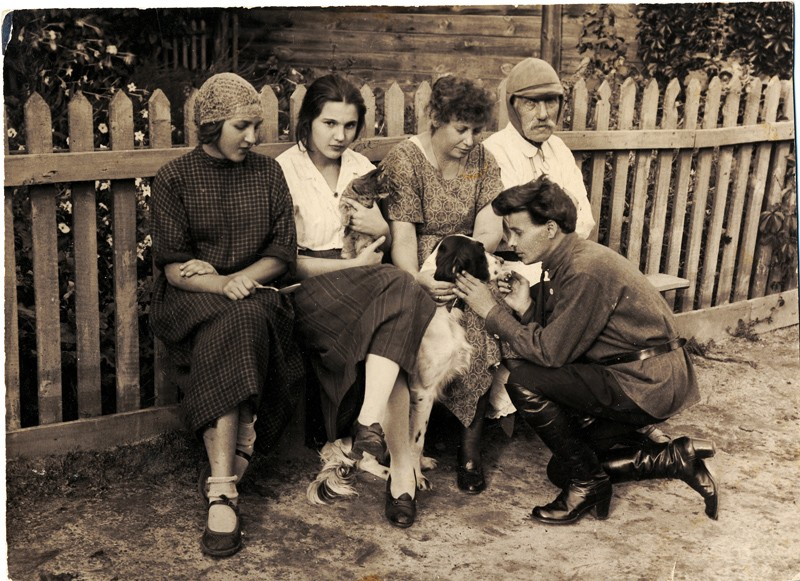 5. Семья фотографа. Фото 1924 г.